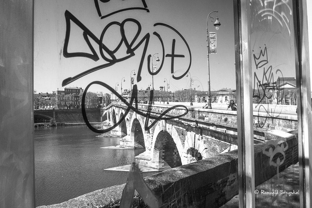 Tag sur le pont neuf