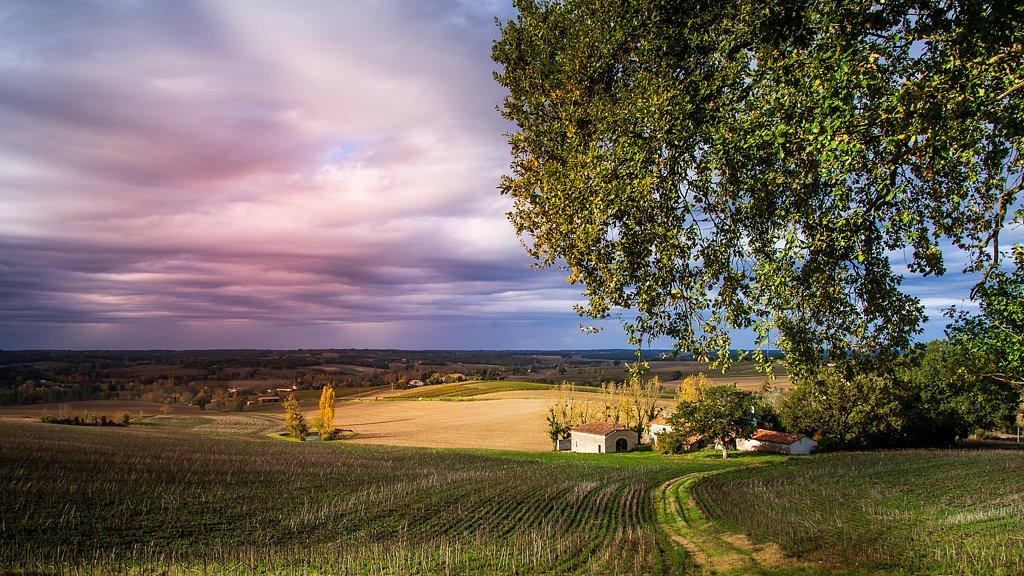 Vers le village de Fourcès
